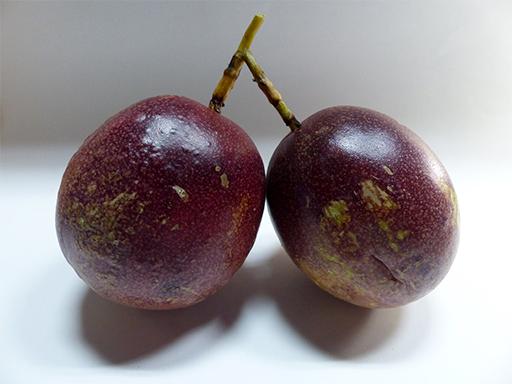 追熟中のパッションフルーツ