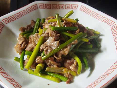 豚肉とニンニクの芽のコチュジャン炒め